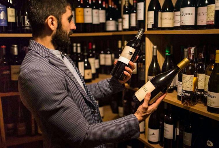 Dídac Montes dirigeix el restaurant familiar Etapes