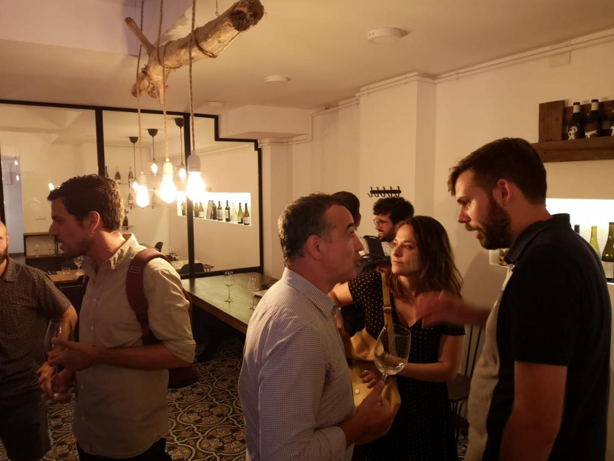 Ernest Pérez-Mas d'Heretat Mascorrubí i Roc Gramona en la presentació dels vins de totes les edicions de la Verema Solidària