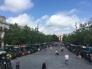 Els tractors dels viticultors del Penedès s'han concentrat a Vilafranca
