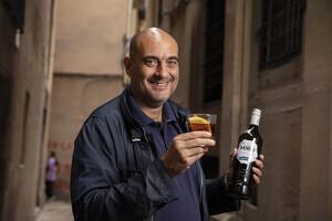 El periodista i escriptor, Xavier Bosch fa un vermut Miró amb el Tot Barcelona