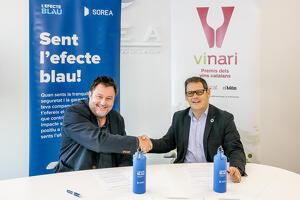 Salvador Cot, editor del diari Vadevi i Emili Giralt, director executiu de SOREA en el moment de signar el conveni de col·laboració amb els Premis Vinari