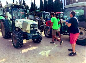 Tractorada en la jornada de vaga dels viticultors del Penedès