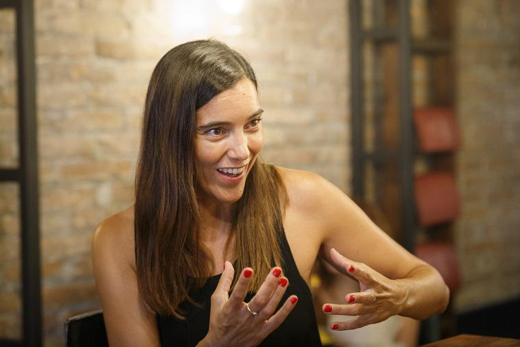 Eva Arderius és una de les cares més conegudes de Betevé, on dirigeix i presenta el Bàsics BTV