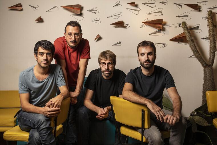 Els Manel s'asseuen amb el Tot Barcelona per parlar del seu nou disc
