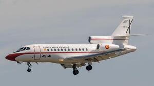 A l'avió oficial de Pedro Sánchez no s'hi beu vi català