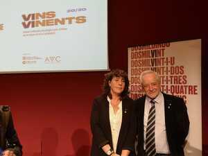 La consellera Teresa Jordà i el director de l'Incavi en la presentació de Vins Vinents