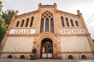 La façana del Celler Cooperatiu de Cornudella del Montsant