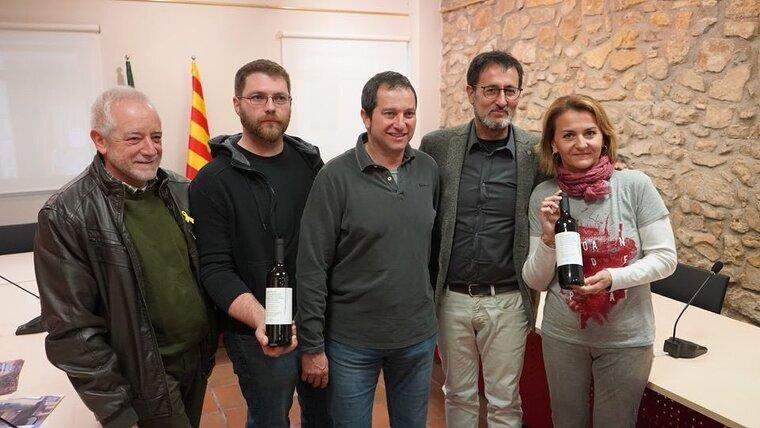 Salvador Puig, direcor de l'Incavi, Bernat Andreu, president de la DO Conca de Barberà, Jordi Roig i Mariona Rendé, propietaris de Rendé Masdeu i el periodista Xavier Graset