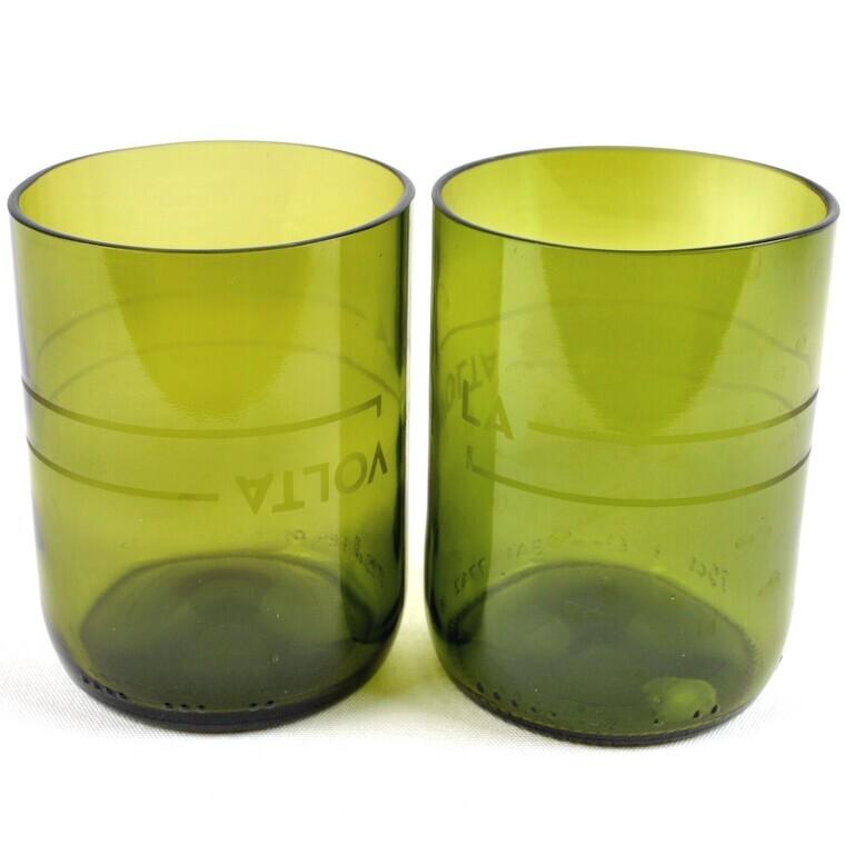 Gots de vidre fets amb una ampolla de vi tallada