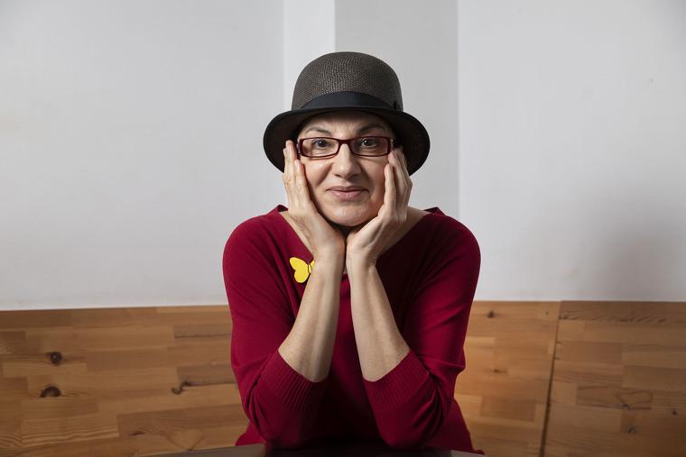L'actriu creu que el seu gran èxit ha estat poder fer teatre a Catalunya prop de la família
