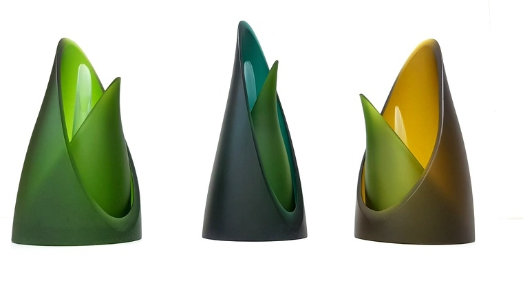 Porta espelmes fetes per Juan Righetti a partir d'ampolles de vi i cava