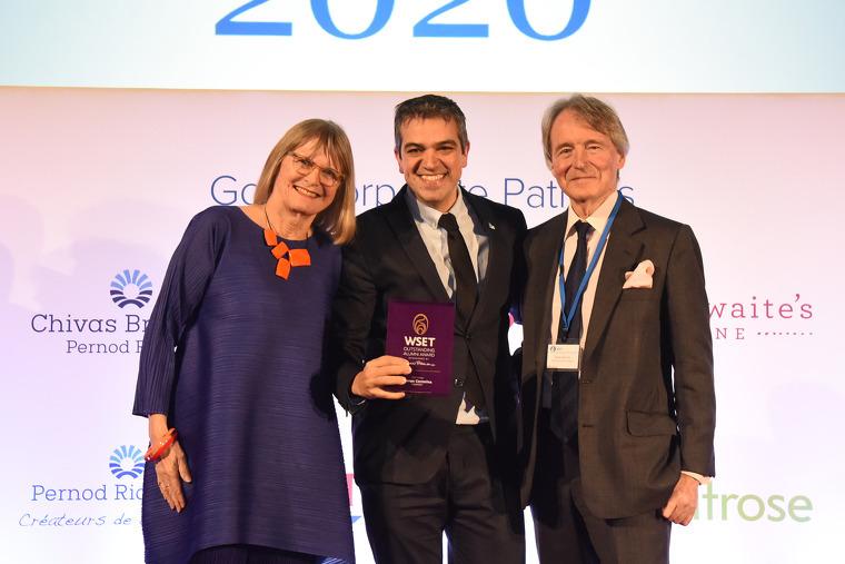 Ferran Centelles en el moment de rebre el guardó de la WSET