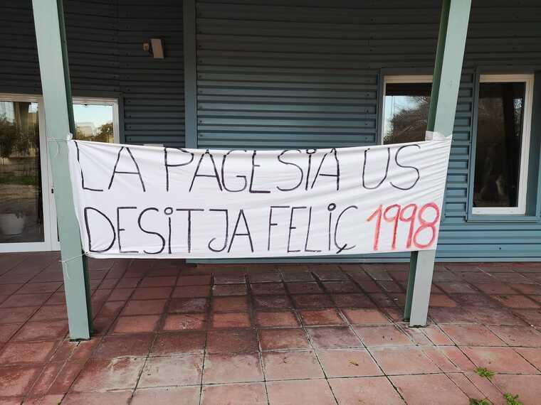 Una de les pancartes reivindicatives del pagesos demanant un preu just pel raïm