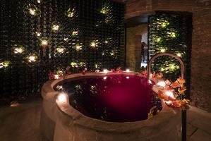 El bany de vi que ofereixen a Aires de Barcelona
