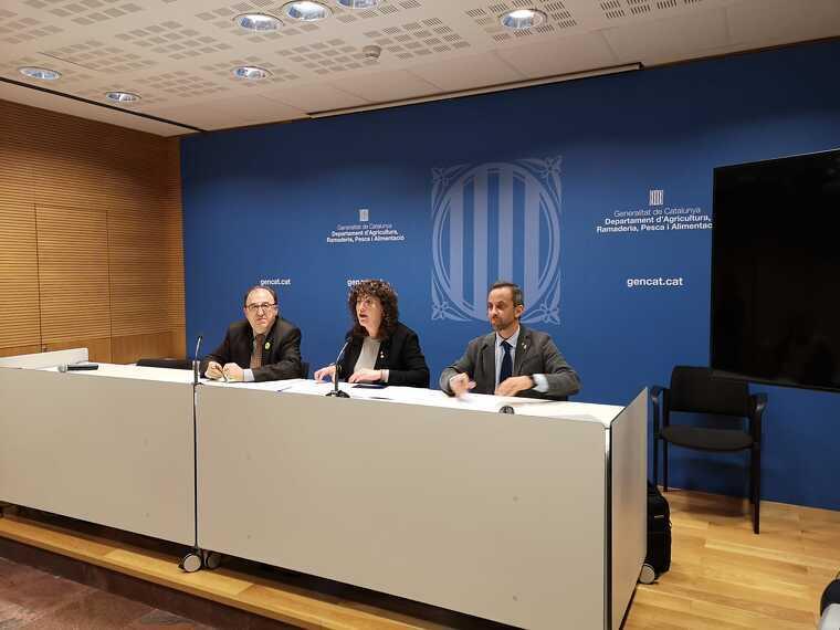 Carmel Mòdul, director general d'alimentació, Teresa Jordà, consellera d'agricultura i Ramon Sentmartí, director de Prodeca en la presentació de les dades d'exportació