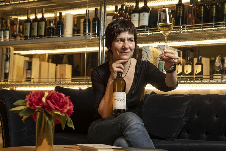 Empar Moliner s'asseu amb el Tot Barcelona per parlar del vi i de la ciutat