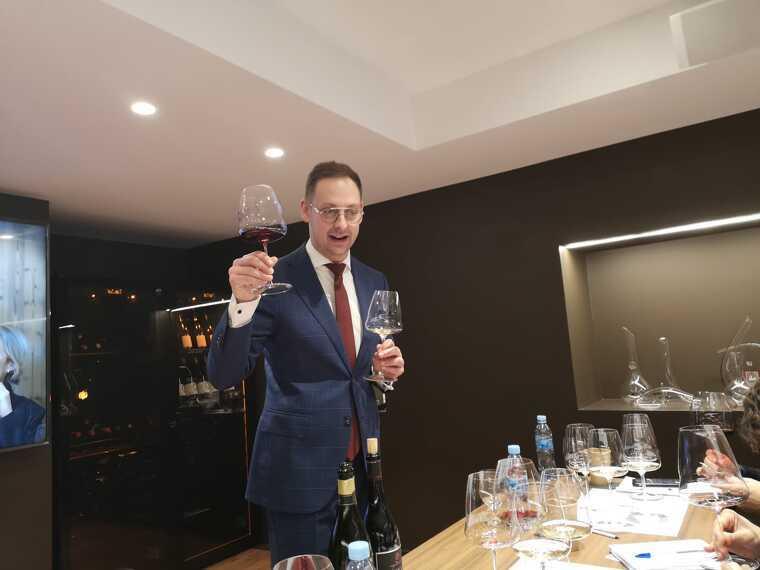 Mantovani, responsable de Riedel a Europa a la presentació de la Wine Wing