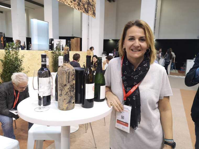 Mariona Rendé, propietària del celler Rendé Masdéu amb el seu Vi de Fang