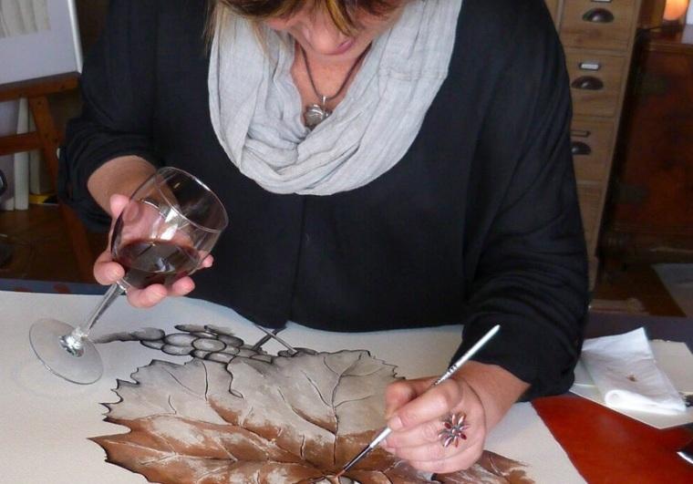 Marta Arañó realitzant una de els seves obres