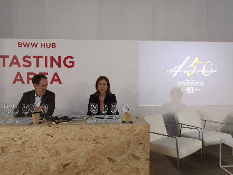 Miquel Torres i Mireia Torres en la ponència sobre varietats de raïm recuperades