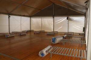 El campament habilitat per Juvé i Camps per acollir els casos positius de covid entre els seus veremadors
