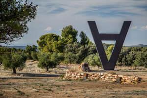 La Vinya dels Artistes de Mas Blanch i Jové és un dels quatre espais a l'aire lliure de Camins d'Art