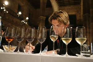 Rafel Sabadí tastant vins a cegues