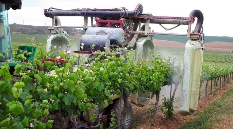 Les maquinàries experimentals per fer tractaments a la vinya a partir de mapes de vigor