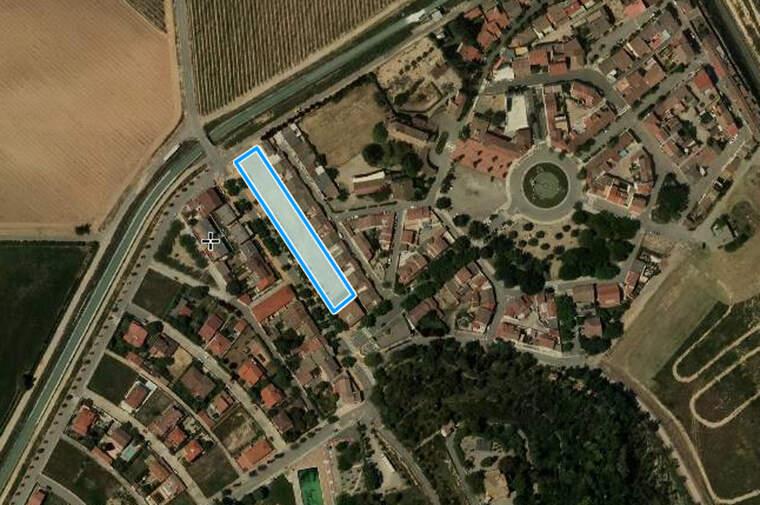 Imatge aèria de la zona que ocupen les parcel·les que posarà a la venda el celler de Raimat per a joves del poble