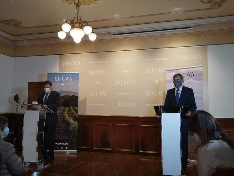 El ministre Luís Planas i el president de la DO Cava en la compareixença d'aquest dijous