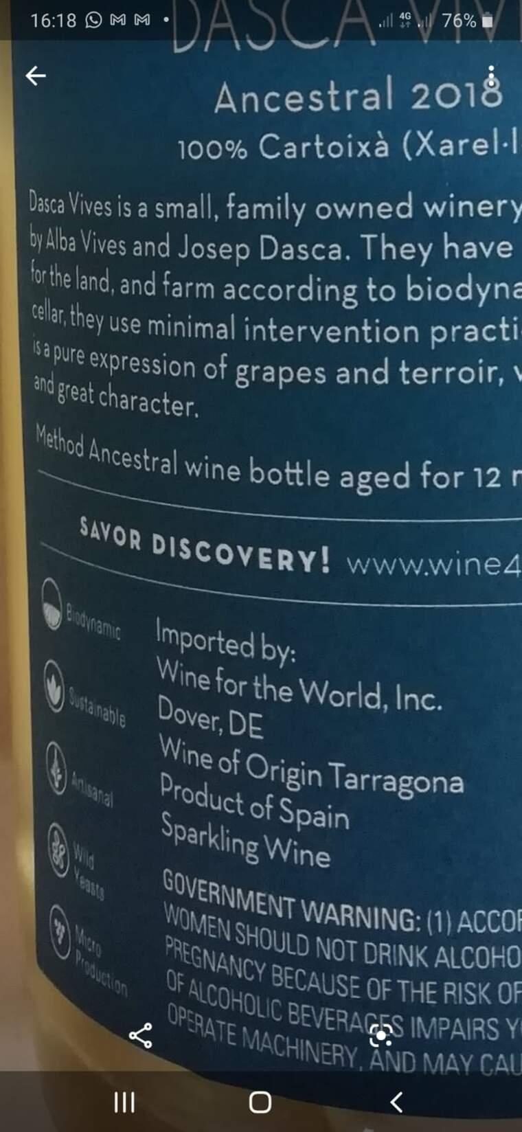 Una de les contraetiquetes de Dasca Vives on hi diu 'Wine of Origin Tarragona'
