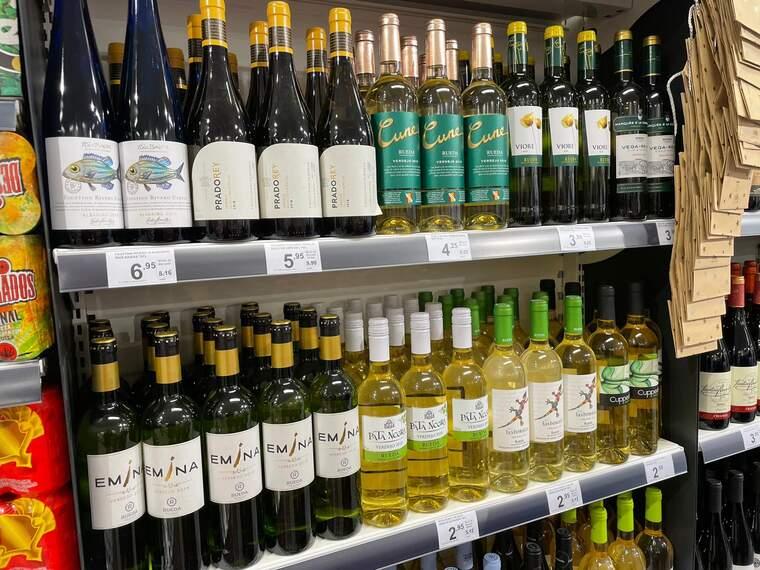 Vins blancs que es poden trobar a Primaprix, la majoria de la D.O Rueda