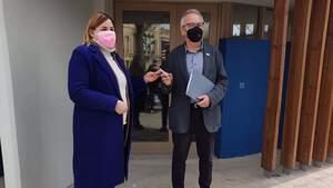 L'alcaldessa de Figueres va lliurar al president DO Empordà la clau de la nova seu del Consell Regulador