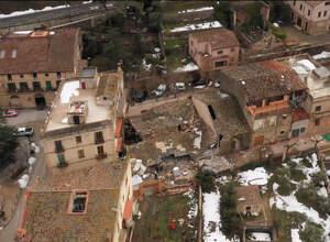 Imatge aèria de les restes del celler Vall Llach destrossat