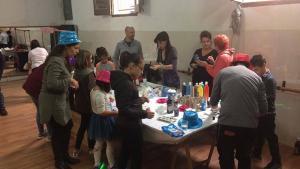 Les festes del barri de Sant Jordi han començat amb un taller per als més petits.