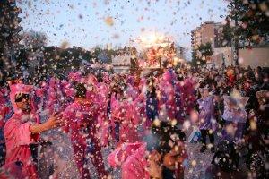Imatge de la Batalla del Confeti del Carnaval de Reus.
