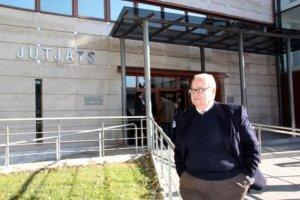 Josep Prat sortint dels jutjats de Reus