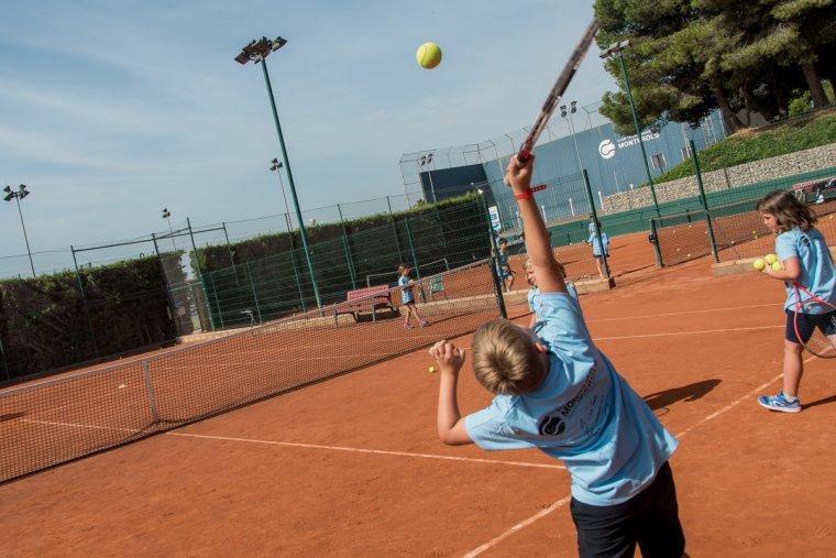 Els nens i nenes practicaran esport i es divertiran.