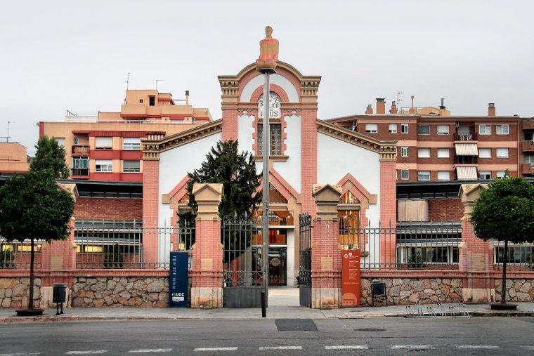 Imatge de l'exterior de la Biblioteca Municipal Xavier Amorós