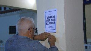 Imatge d'un dels cartells requisats per la policia espanyola
