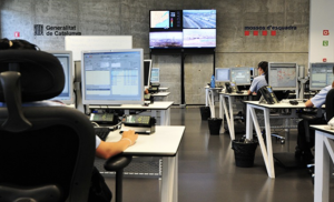 Imatge de la sala de coordinació dels Mossos d'Esquadra al 112.