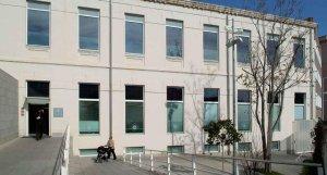 Imatge de l'exterior de la seu d'Hisenda de l'Ajuntament de Reus, a la plaça de la Patacada.