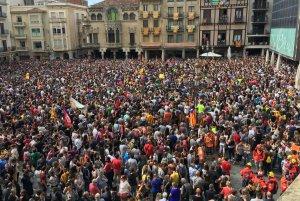La plaça del Mercadal, molt plena.