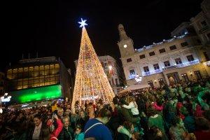 L'enllumenat nadalenc a Reus ha començat a brillar.
