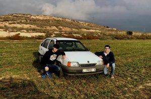 Gerard Aragonés i Xavier Torrell amb el cotxe amb què participaran.
