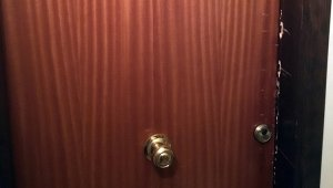 La porta del domicili forçada.