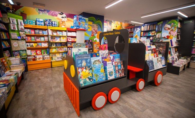 La zona de lectura infantil de Galatea Llibres.
