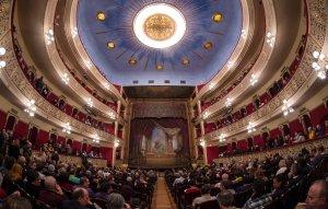 El Teatre Fortuny s'ha omplert de gom a gom per l'acte.