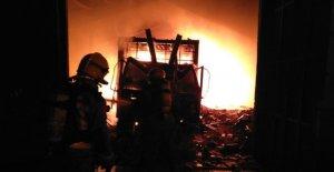 Imatge dels Bombers treballant en l'incendi.