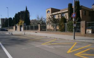 Imatge de la zona que s'ha delimitat davant l'escola Pare Manyanet de Reus.